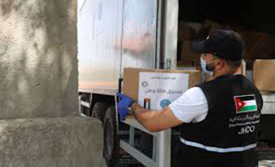 الخيرية الهاشمية توزع طروداً غذائية في معان بدعم من صندوق همة وطن