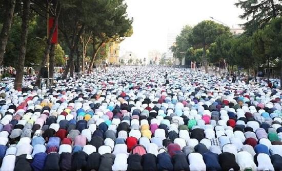 صلاة الأضحى بالمساجد والساحات.. 7 دول عربية تمنع و4 تسمح