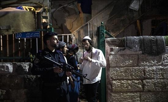 """رعب المستوطنين من أصوات المفرقعات بـ""""الشيخ جراح"""" (شاهد)"""