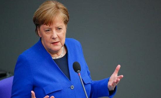ألمانيا تعلن إغلاق المطاعم وحظر الجمهور في الملاعب لمدة شهر