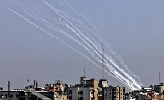 """""""زخات صاروخية"""" من غزة على أسدود وعسقلان"""
