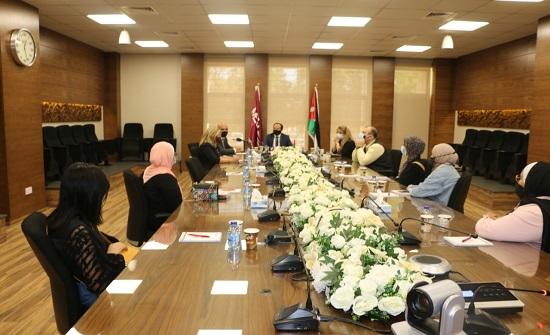 جامعة الشرق الأوسط تكرم أوائل الثانوية العامة بمنح دراسية