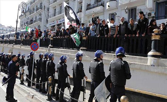 بالفيديو : جزائريون يصرون على مطلب التغيير في الذكرى الأولى لحراكهم