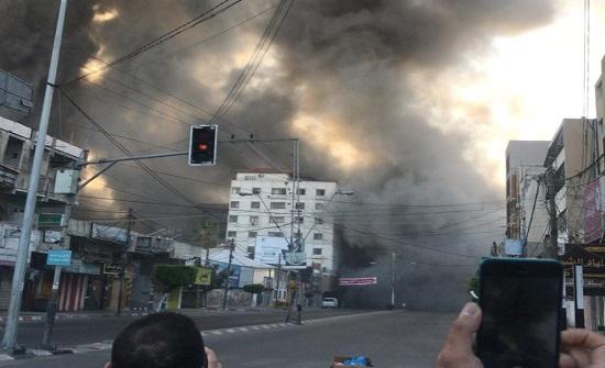 لحظة استهداف طائرات الاحتلال برج الشروق بمدينة غزة .. بالفيديو