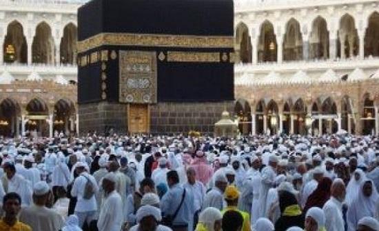 بالفيديو : مشهد مهيب لتشييع 58 جنازة في الحرم المكي بالسعودية