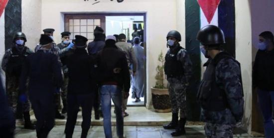 صور.. الامن : فتح مركزين لتوقيف مخالفي حظر التجول في مواقع تابعة للجيش في خو و الحسا