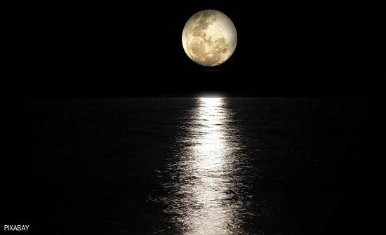 دراسة تؤكد : هذه أسوأ الليالي عند الرجال بسبب القمر