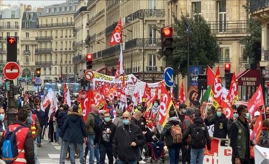 """""""ماكرون أكرهك من كل قلبي"""".. هتاف المتظاهرين في فرنسا"""