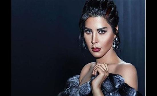 صورة : شمس الكويتية فى إطلالة كلاسيكية بفستان أسود شفاف