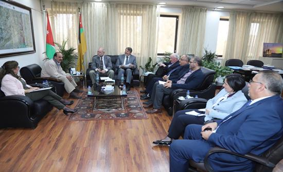 """فريق الاعتماد الدولي الأمريكي (ABET) يزور """"علوم الأردنية"""""""