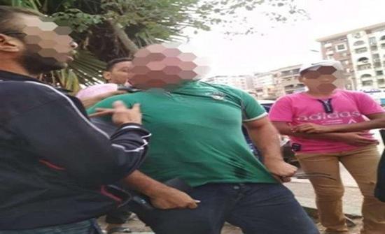 حبس طبيب مصري ارتكب فعلاً خادشاً أمام فتاة مبررا فعلته بانه كان نائما !