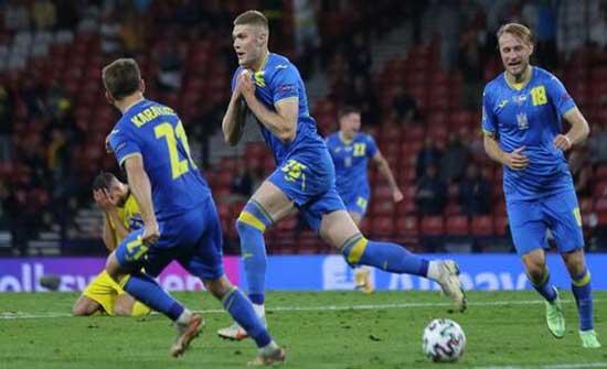 أوكرانيا تقصي السويد وتضرب موعدا ناريا مع إنجلترا في ربع نهائي أمم أوروبا (فيديو)