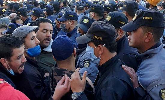 وسط تعزيزات أمنية مكثفة.. انطلاق مسيرة احتجاجية في تونس