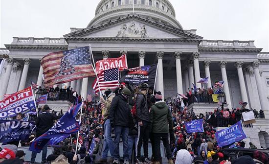 مجموعات مسلحة تخطط لإشعال الفوضى في واشنطن حال عزل ترامب