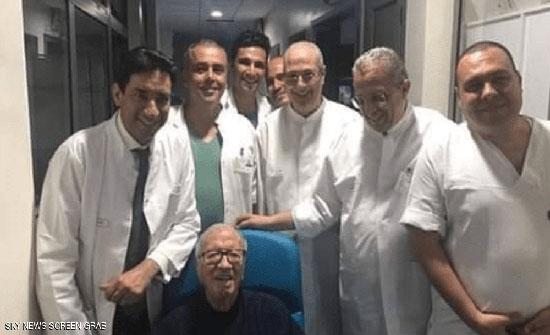 الرئاسة التونسية تنشر صورتين للرئيس السبسي قبل مغادرته المستشفى