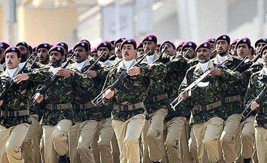 مقتل 4 جنود و4 مسلحين في هجوم على موقع أمني باكستاني