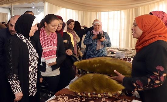 وزيرة التنمية الاجتماعية تفتتح معرض منتجات الاسر الاردنية