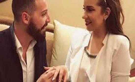 شاهد : صورة جديدة تجمع أسماء منير بزوجها  على السريرداخل غرفتهم