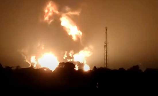 إصابة 5 أشخاص جراء حريق ضخم بمصفاة نفط في إندونيسيا .. بالفيديو