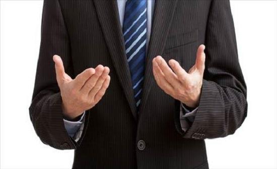 7 حركات لغة جسد تكشف لك ما يفكر به الآخرين