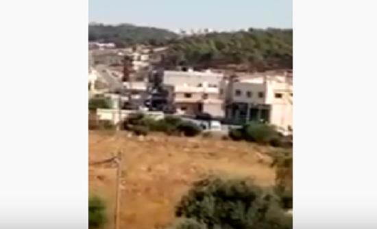 """فيديو : تعزيزات أمنية في """" المصطبة """" بجرش بعد مقتل خمسيني"""