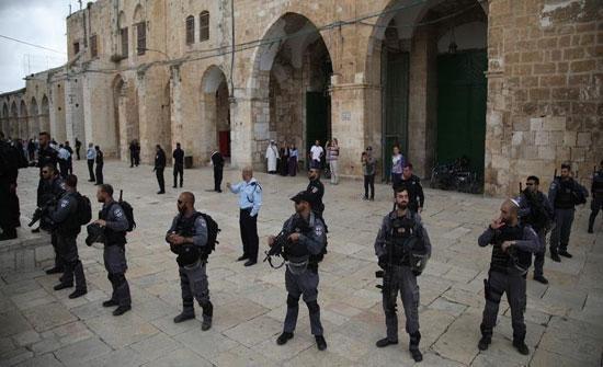 إسرائيل تمنع عشرات الفلسطينيات من دخول الأقصى وتحتجزهن لساعات