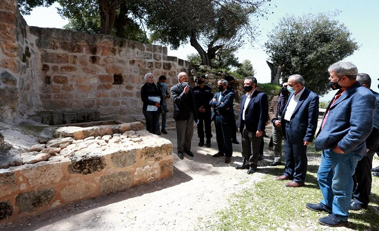وزير السياحة والآثار يتفقد مواقع سياحية في عجلون