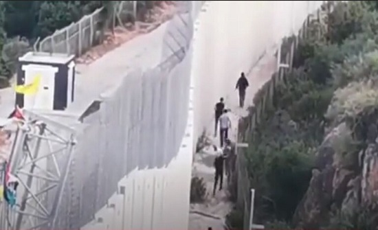 وسائل إعلام لبنانية: جنود إسرائيليون يطلقون قنابل الغاز في عديسة ومرجعيون