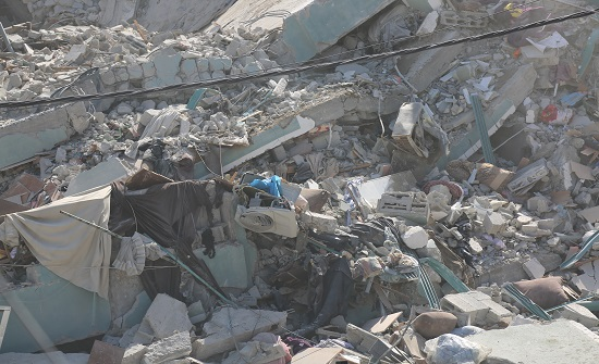 الاحتلال يواصل استهداف المنازل والشقق السكنية في قطاع غزة