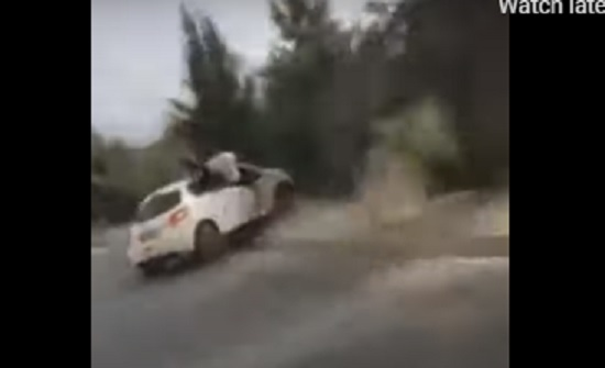 قيادة متهورة تؤدي إلى انقلاب سيارة أثناء موكب زفاف في الجزائر- (شاهد)