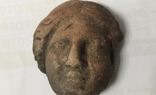 العثور على رأس أثري وتسليمه لمتحف البترا