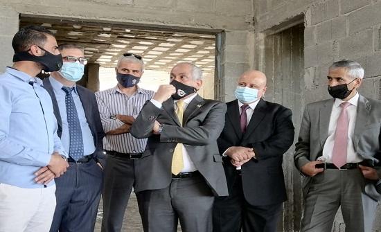 العايد يتفقد سير العمل مشروع المركز الثقافي في عجلون