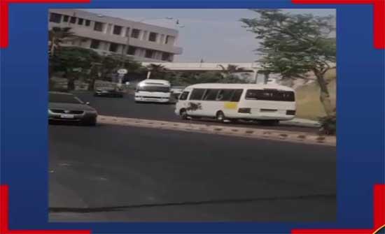 ضبط حافلة نقل متوسط تسير عكس اتجاه السير .. بالفيديو