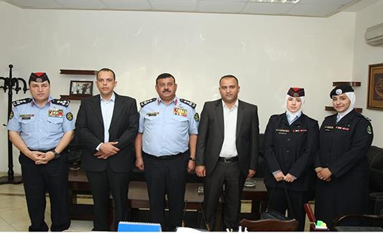 مساعد مدير الأمن العام يُكرم عددا من مرتبات إدارة المختبرات والأدلة الجرمية