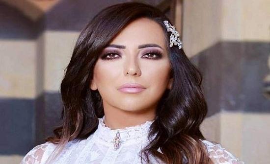 بالفيديو: أمل عرفة تربطني بعبد المنعم عمايري عشرة عمر.. وبناتي يطالبن بزواجي مرة تانية