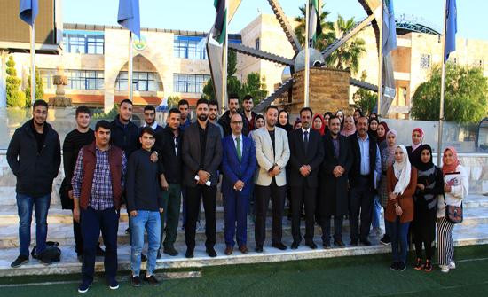 عميد كلية الحقوق يلتقي الطلبة المستجدين في الكلية