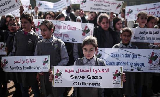 """أطفال غزة يحتجون على """"تردي الأوضاع الاقتصادية"""""""