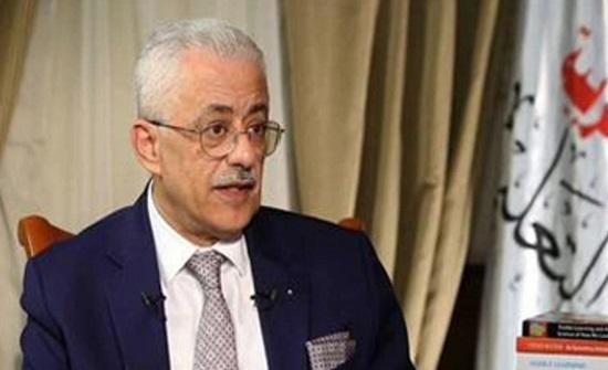 """شاهد.. سؤال مفاجئ لوزير التعليم المصري: ما جمع """"حليب""""؟"""
