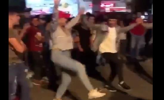 فيديو : فتاة تقود دبكة في احتجاجات لبنان