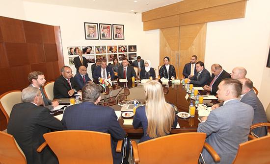 أمين عمان يلتقي وفداً برئاسة نائب وزير العلاقات الدولية والاقتصادية في موسكو