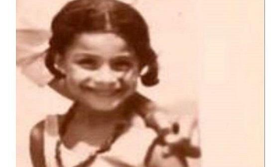 هل تستطيع تخمين هوية الطفلة البريئة الموجودة بالصورة؟ .. إعلامية مصرية شهيرة جدا
