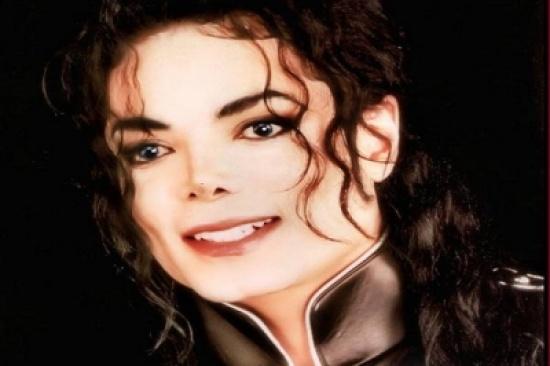 صور تُعرض لأول مرة لمايكل جاكسون في آخر جلسة تصوير خضع لها