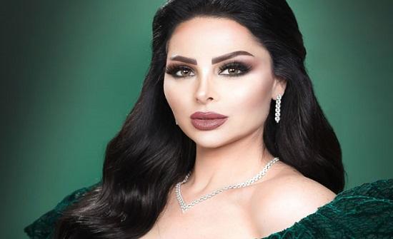 الاردنية ديانا كرزون بالزي العسكري احتفالا بعيد الاستقلال