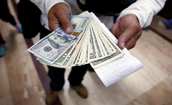 بعد تعثر الاتفاق التجاري .. صعوبات تواجه الدولار واليوان