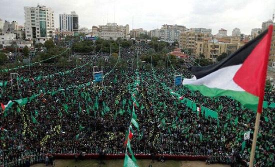 """صورة الجنود الإسرائيليين الأسرى لدى """"القسام"""" في غزة تشغل الإعلام الإسرائيلي"""