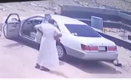 سرقة سيارة بطريقة ماكرة