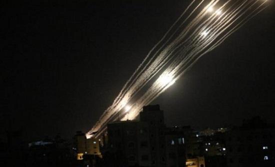 المقاومة تعلن قصفها مدينة تل أبيب بعشرات الرشقات الصاروخية .. بالفيديو