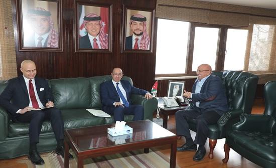 وزير المياه والري يستقبل السفير التونسي لدى الاردن