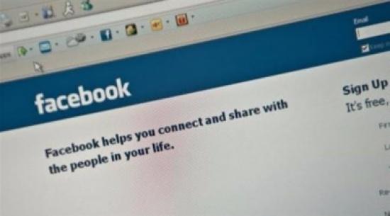 بريطاني يكتشف من خلال فيس بوك أن زوجته متزوجة برجل آخر المدينة