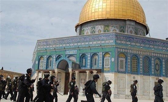 """شؤون القدس"""" تستنكر انتهاك حرمة المسجد الأقصى"""